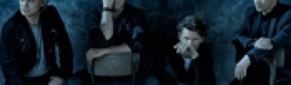 Bløf en Ronnie Flex met het nummer 'Omarm'
